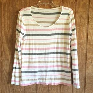Soft and Light Ann Taylor Long-sleeve Top Large